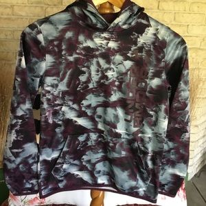 NWOT UNDERARMOUR BLUR PATTERN YOUTH LOOSE FIT